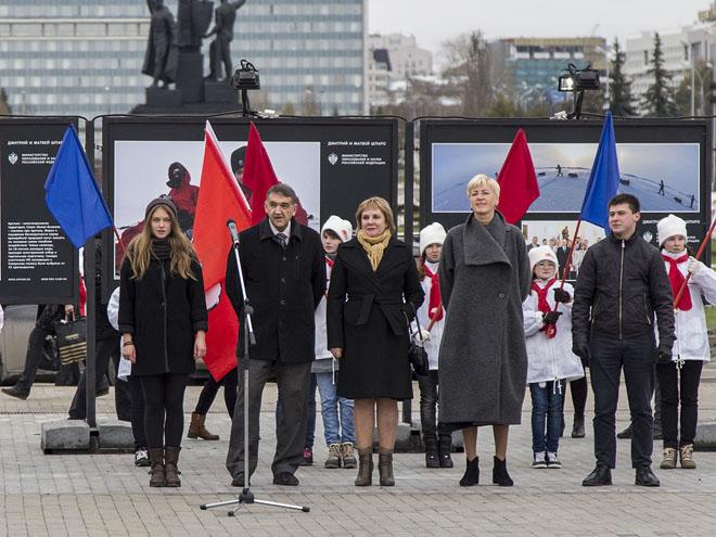 На открытии выставки (слева направо): Алена Беляева, Дмитрий Шпаро, Раиса Кассина, Ирина Ивенских, Алексей Мальцев.