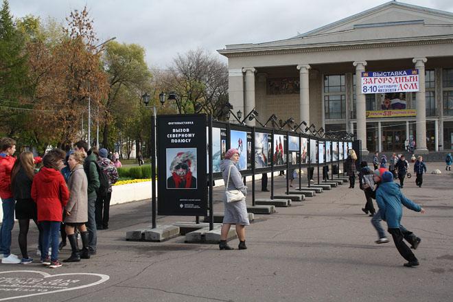 Полярная выставка открылась на площади перед Вятской филармонией.